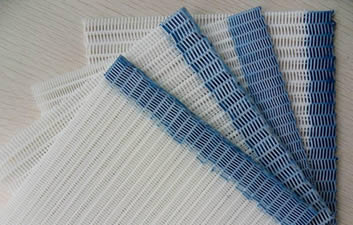 Four pieces of white polyester filter belt with heat-cut and blue glue sealed edge.